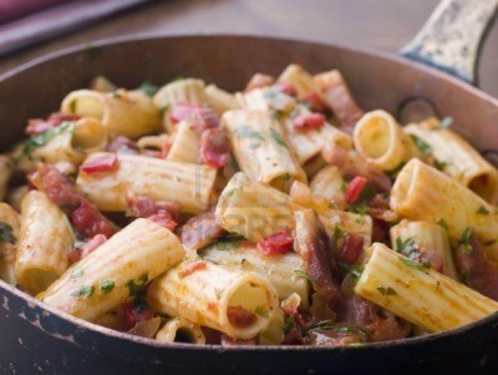 Pan de pasta y tomate