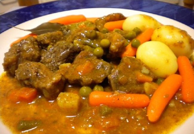 Carne guisada con patatas, en olla rápida