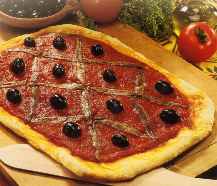 Pizza de anchoas y aceitunas